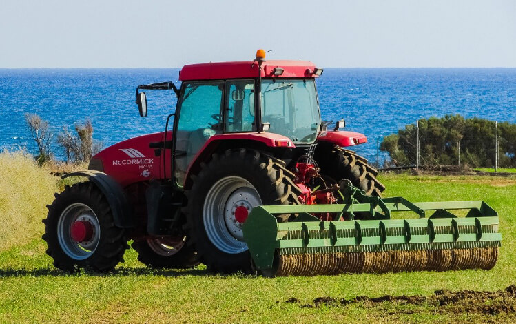 Leasing vs. buying agricultural machinery